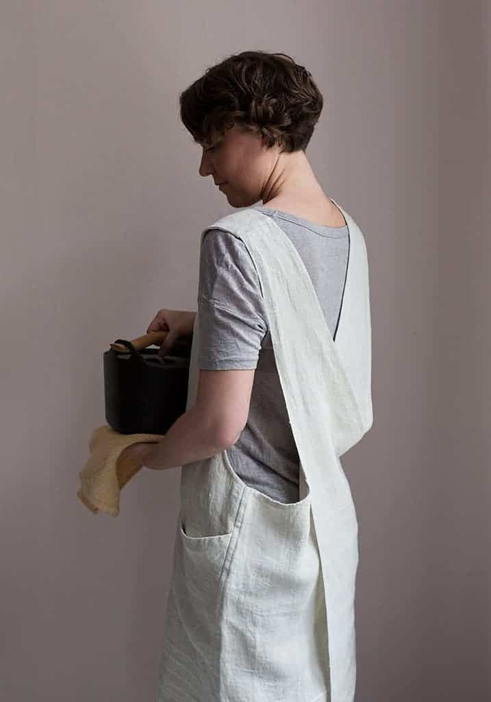 love this cross back pinafore apron