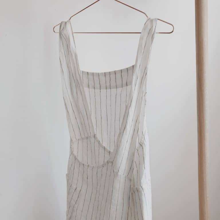 love this stripe linen japanese pinafore apron from tea and kate. Click through to find out more and other pinafore aprons I love...