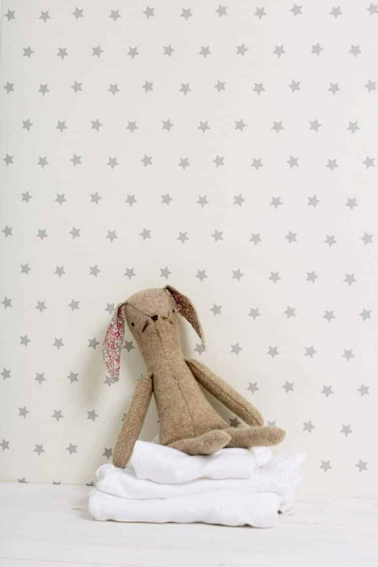 love this stars wallpaper for children by olive and daisy. click through to see more lovely fabrics and designs