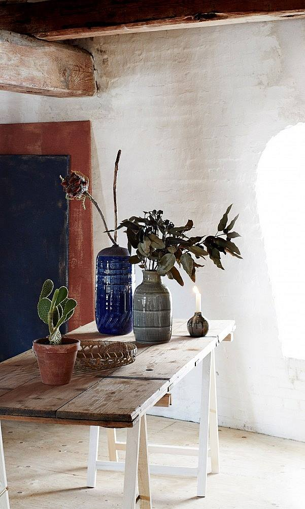 love these rustic ceramic vases in dark blue and green in modern rustic interior with painted white walls by Plumo