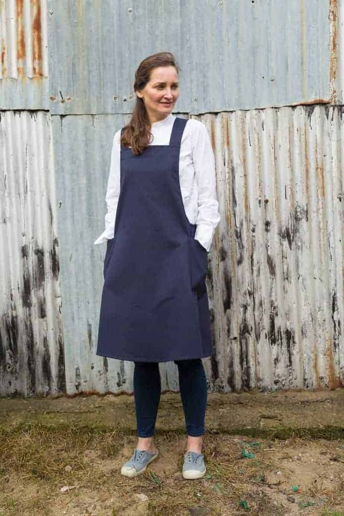 love this crossover apron by Spry Workwear. Click through to discover more and to find out my other favourite pinafore aprons