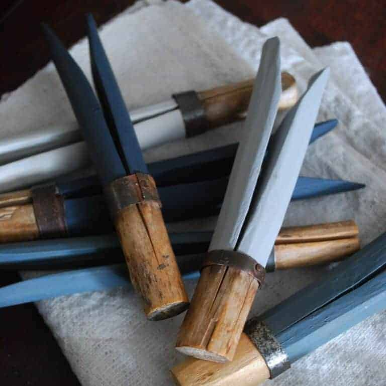 love these blue vintage painted gypsy pegs