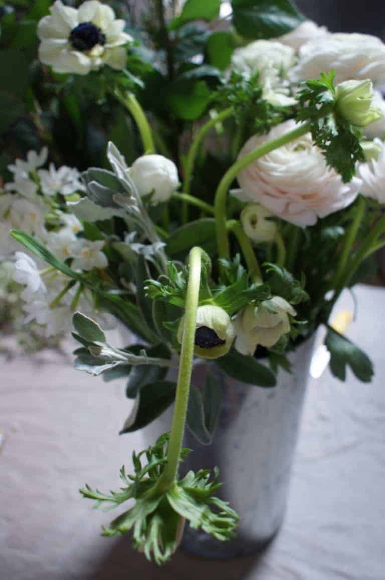 pod and pip flower workshops click through to discover easy step by steps to make a beautiful spring flower hand tied bouquet