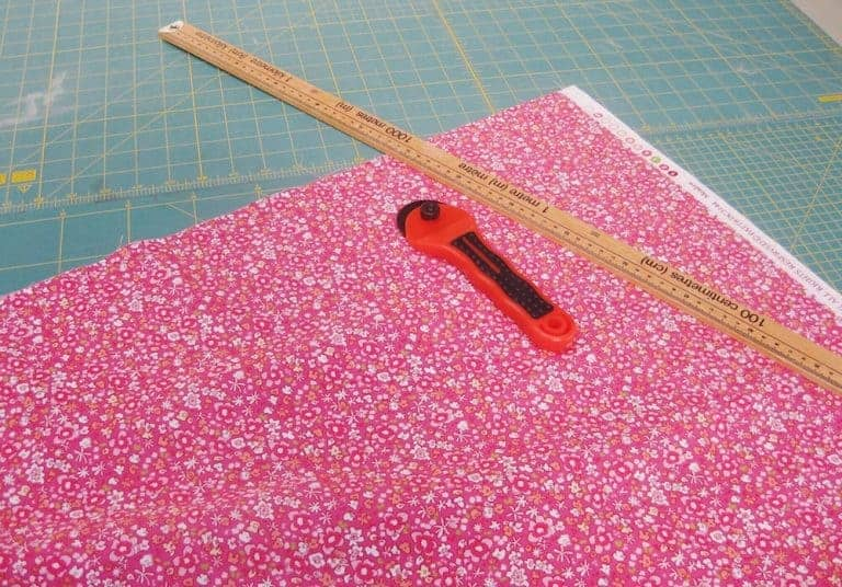 how to sew a skirt using a simple ribbon drawstring waist and pretty cotton print. Click through for some easy ideas you'll love
