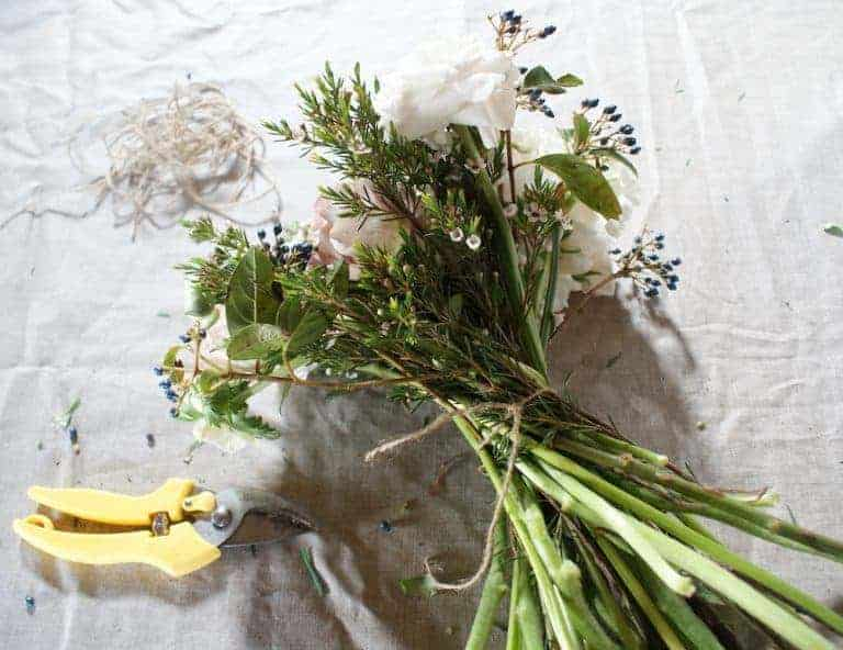 how to make a hand tied bouquet step by step