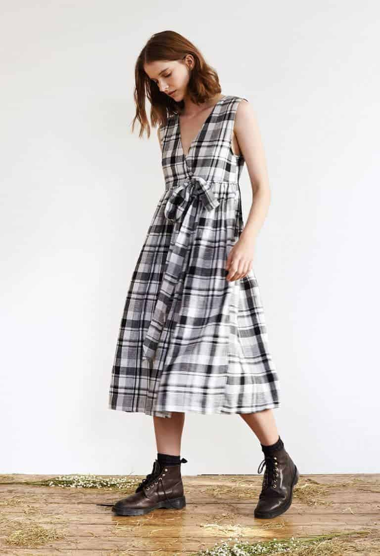 love this black and white check linen pinafore cross back dress by Justine Tabak. Click through for more summer dress ideas you'll love