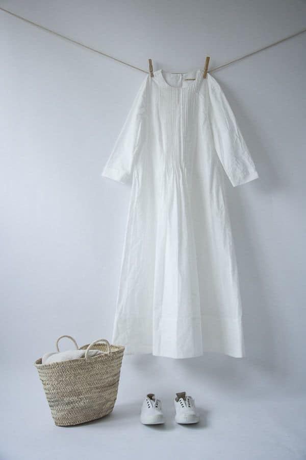 love this simple white linen dress by cabbages and roses. The perfect white summer dress to last a lifetime made in soft, natural pure linen and made to last. Click through to discover my other favourite linen dresses