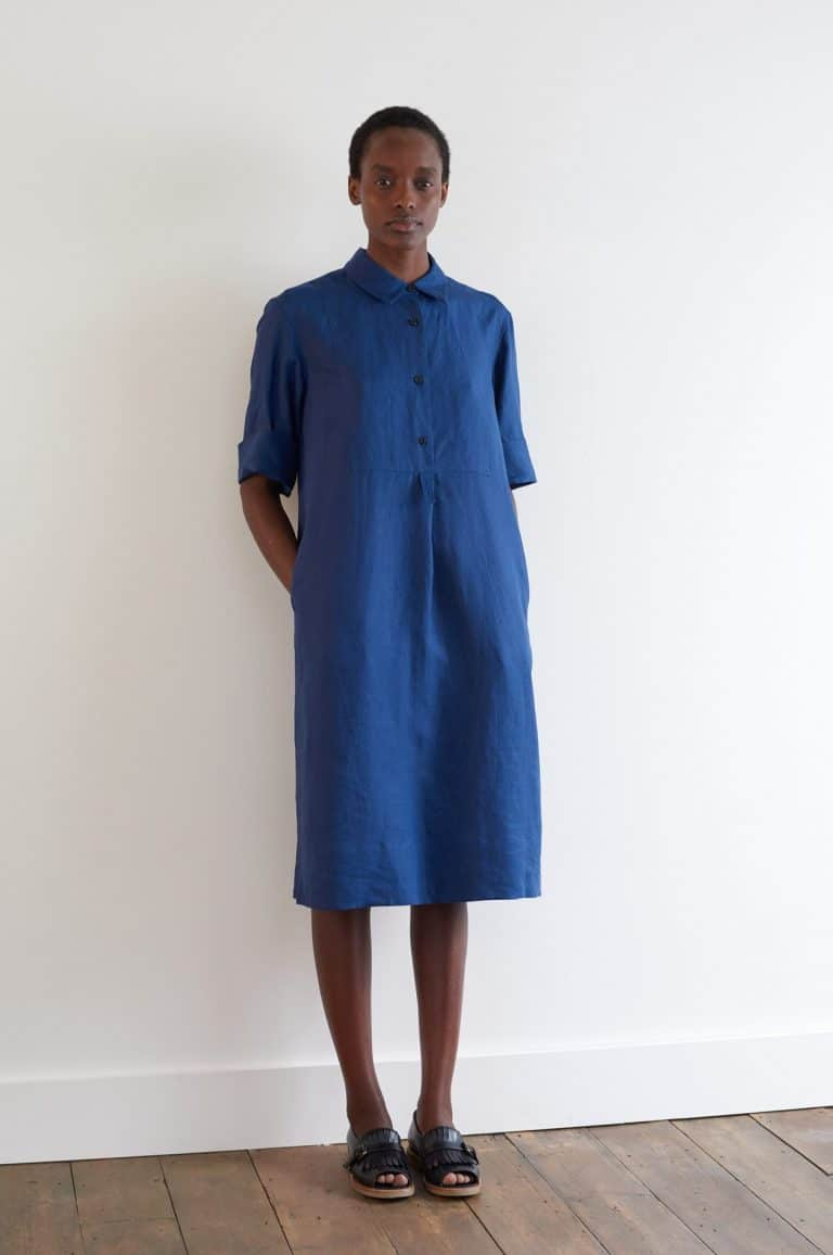 love this margaret howell blue linen dress. Click through for more linen dress ideas you'll love