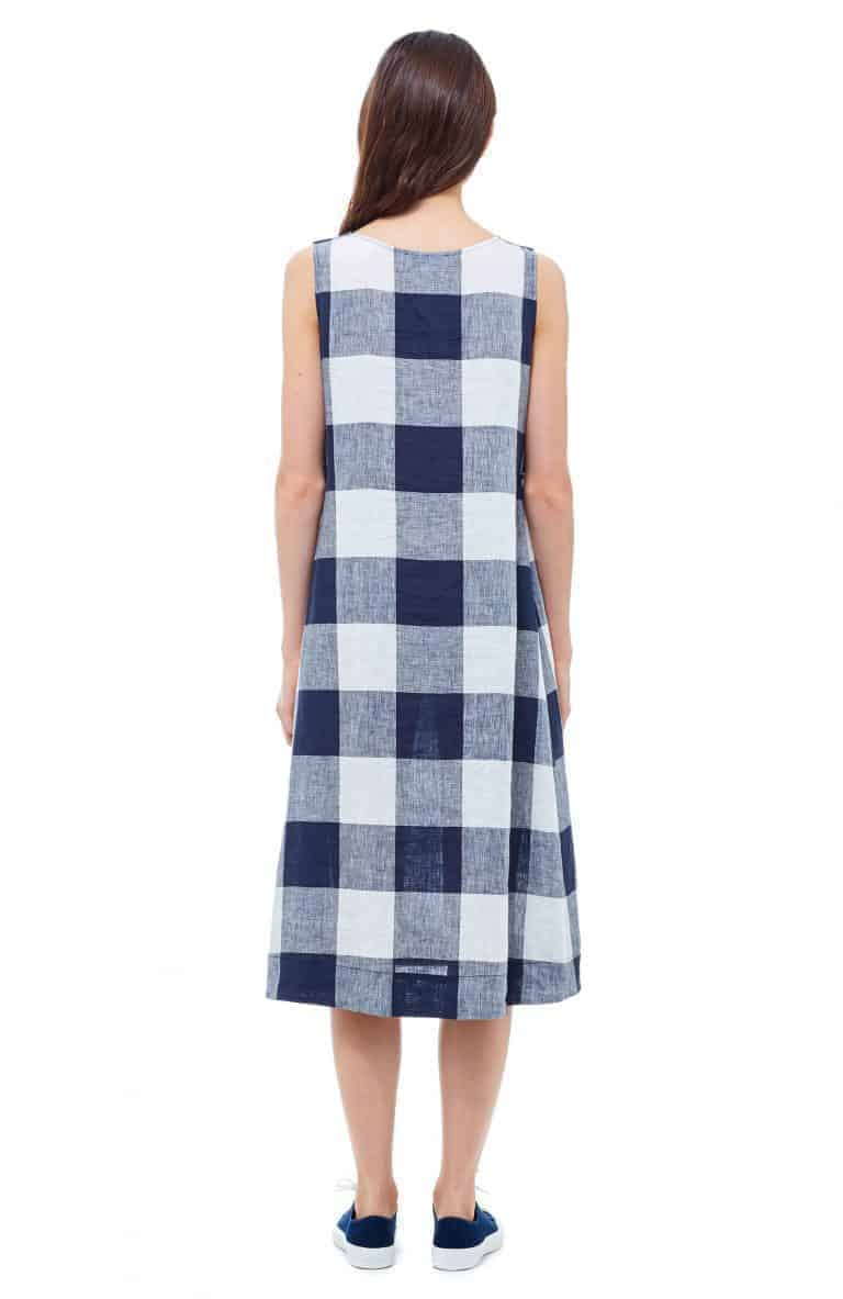 love this navy and white check linen dress. Click through for more linen dress ideas you'll love