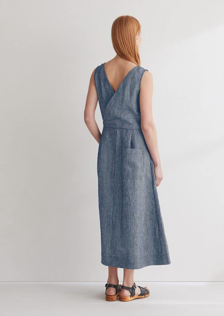 love this indigo striope linen cross back dress by Toast. Click through for more linen dress ideas you'll love