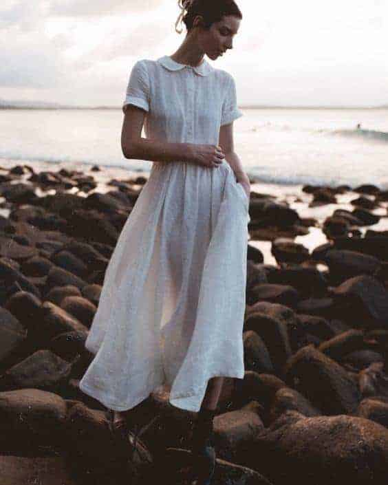 love this white linen peter pan collar dress. Click through to discover more linen dress ideas you'll love