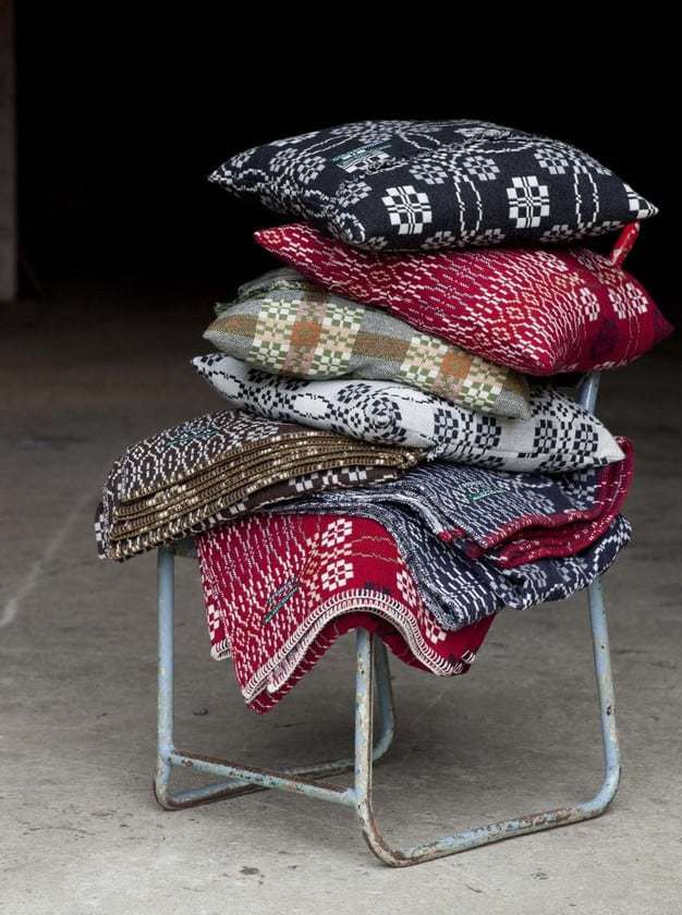 love these welsh tapestry wool blankets by fforest. Click through for more welsh blanket finds you'll lvoe