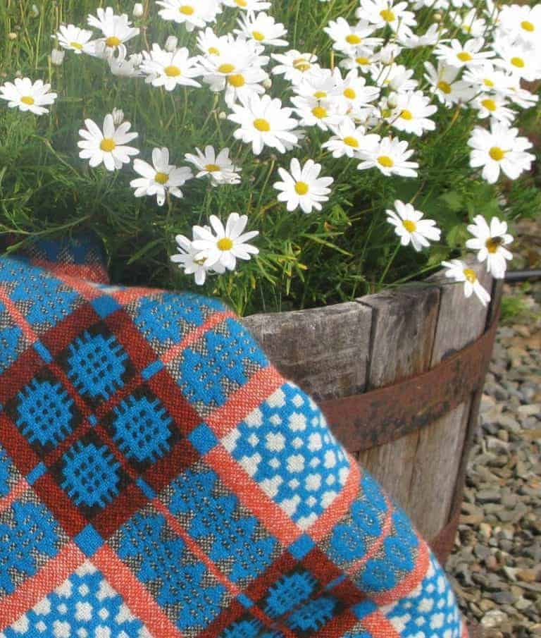 love this blue and orange welsh blanket