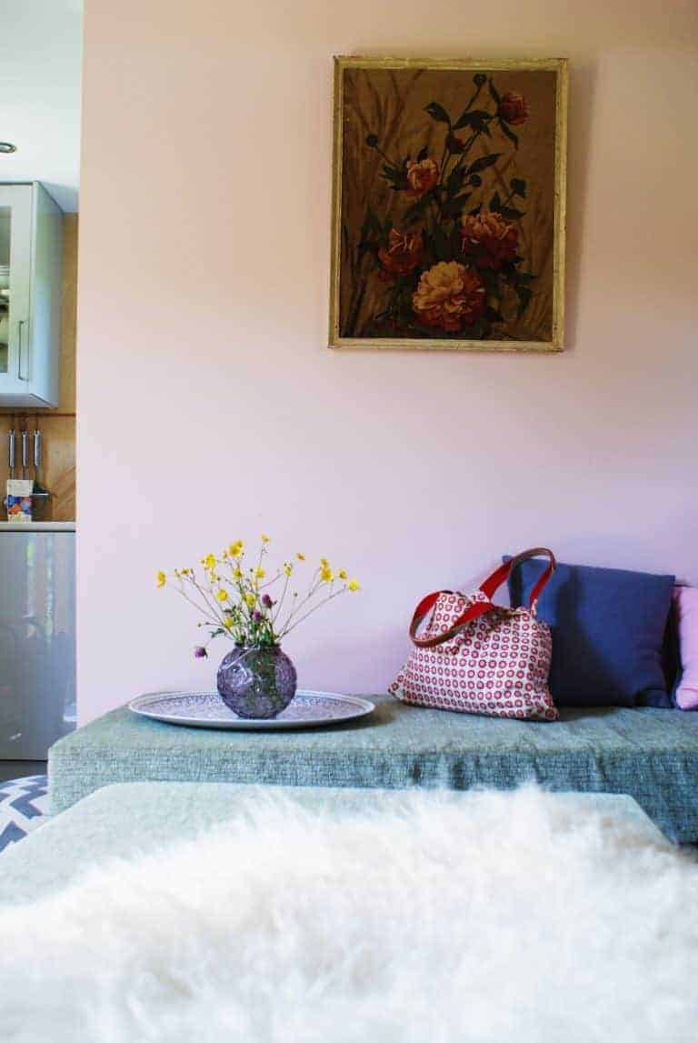 love the simple eco vintage interior of tiny home Hygge on the Isle of Wight.. Click through for more images you'll love