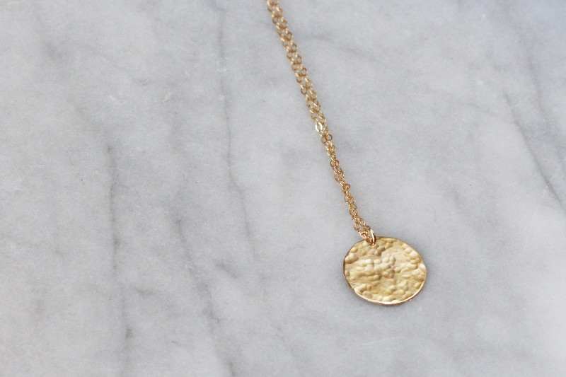 hammered-disc-pendant-gf-16-mm-crop-web-2048-1