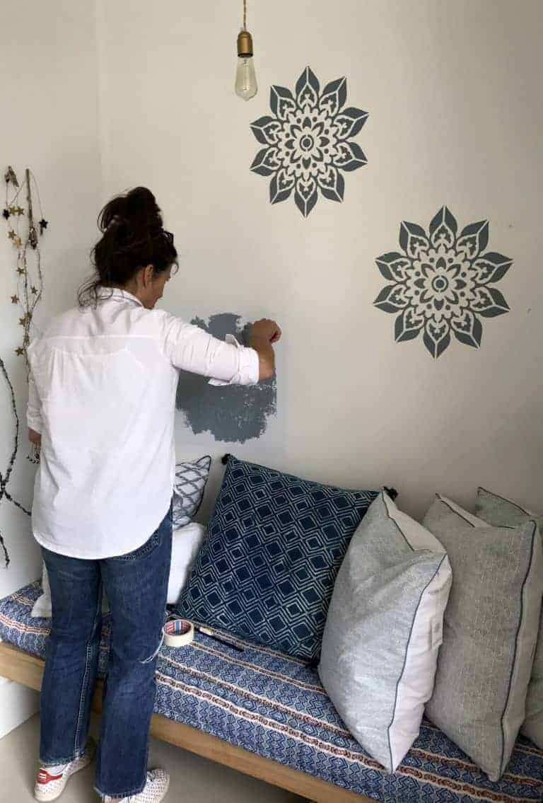 love this mandala wall stencil idea. Find out how to stencil a wall with painted stencilled designs. Click through for ideas you'll love