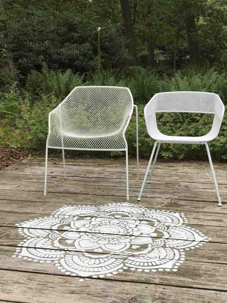 how pretty is this mandala stencilled painted pattern on natural wood decking? Click through for more painted stencil and stencilling ideas you'll love