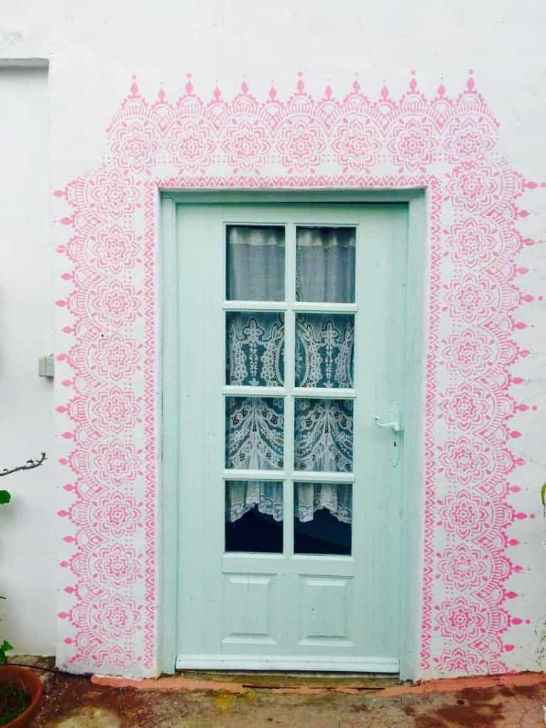 love this pink mandala stencilling around the doorway of this pretty cottage with pale green door. Click through for more stencilling ideas you'll love