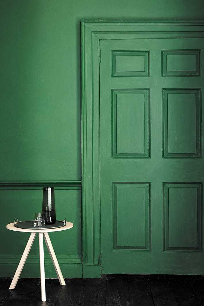love this 50s feel pea green paint colour by Little Greene - Puck. Click through for more green paint colours for doors, halls, bedrooms and more