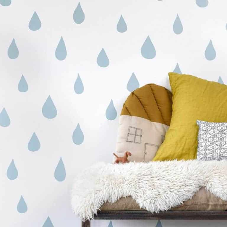 love this blue raindrops wallpaper for little boys bedroom, child's bedroom or nursery. Click through for more bedroom wallpaper ideas you'll love