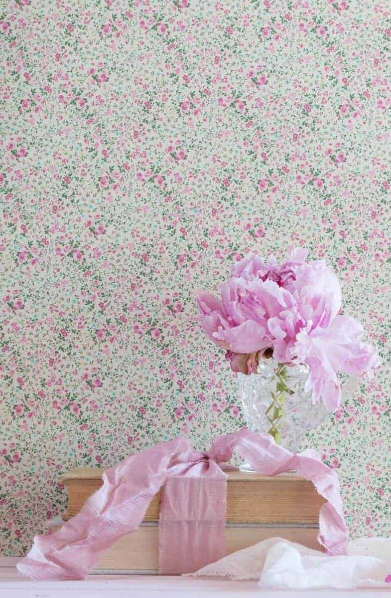 love this delilah floral print wallpaper by peony and sage in pinks and greens the perfect pretty floral country wallpaper made in England. Click through for more beautiful wallpaper ideas you'll love to try in your home