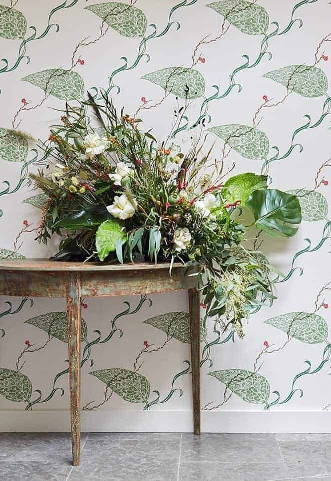 love this green red, blue and white seaweed edward bawden wallpaper for st judes. Perfect wallpaper for feature wall in hallway or living room. Click through for more wallpaper ideas you'll love