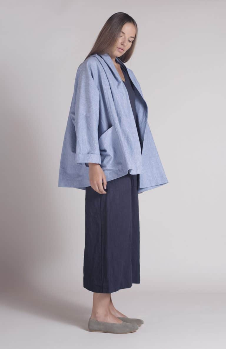 love this blue linen shibui haiku jacket by Nadinoo. Click through to see the whole beautiful handmade collection of shibuiwear perfect for Autumn