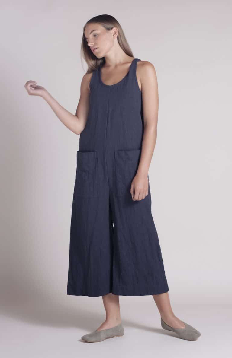 love these handmade navy linen shibui overalls by Nadinoo. Click through to see the whole shibuiwear collection - all you need for Autumn!