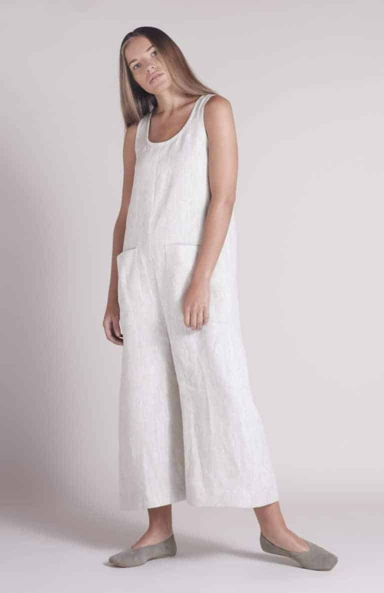 love these handmade shibui natural flax linen overalls by Nadinoo. Click through to see the whole beautiful Shibuiwear collection - the perfect pieces for Autumn