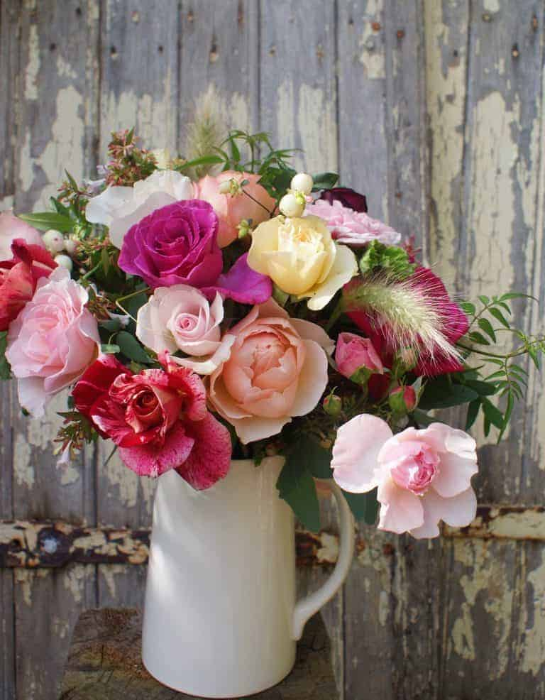 love these old fashioned english cabbage roses and garden roses from the real flower company. Click through to see heavenly scented flowers you'll love
