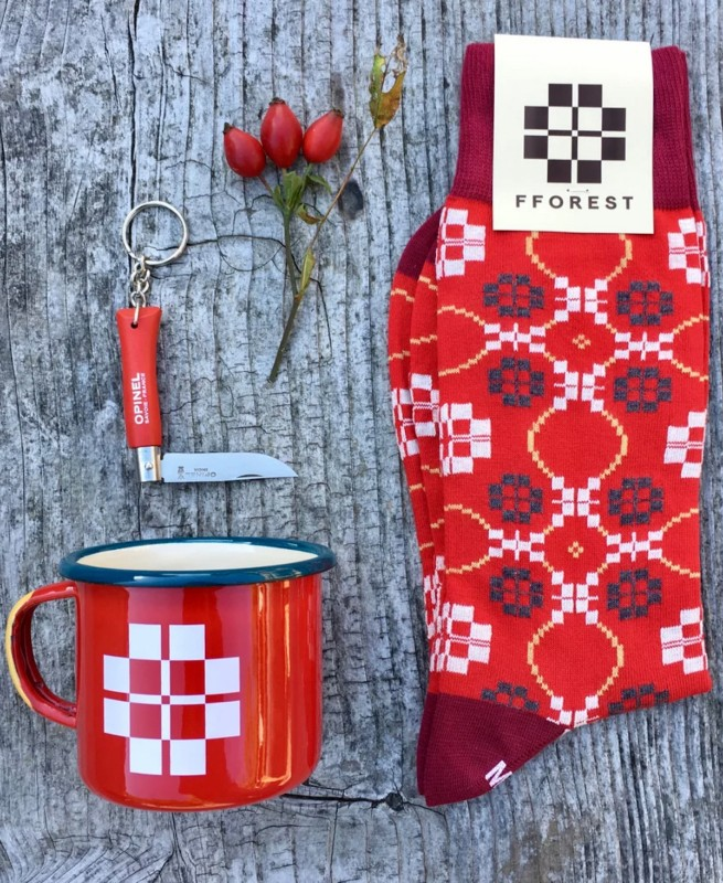 fforest-enamel-mug-red-cotton-socks-made-in-wales