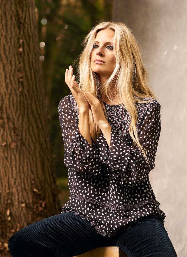 love this boho ditsy silk dark floral long sleeve blouse with flared cuff and in contrasting prints, part of the 25th anniversary Brora collection in collaboration with Marie Claire fashion director Jayne Pickering. Click through to see the rest of this utterly beautiful collection of cashmere and boho silk dresses and skirts #brora #madeinbritain #cashmere #autumnfashion #boho