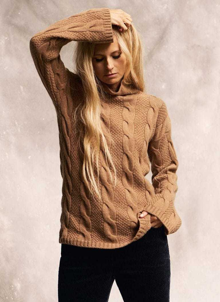 love this brora cashmere funnel neck caramel jumper, part of the 25th anniversary Brora collection in collaboration with Marie Claire fashion director Jayne Pickering. Click through to see the rest of this utterly beautiful collection of cashmere and boho silk dresses and skirts #brora #madeinbritain #cashmere #autumnfashion #boho