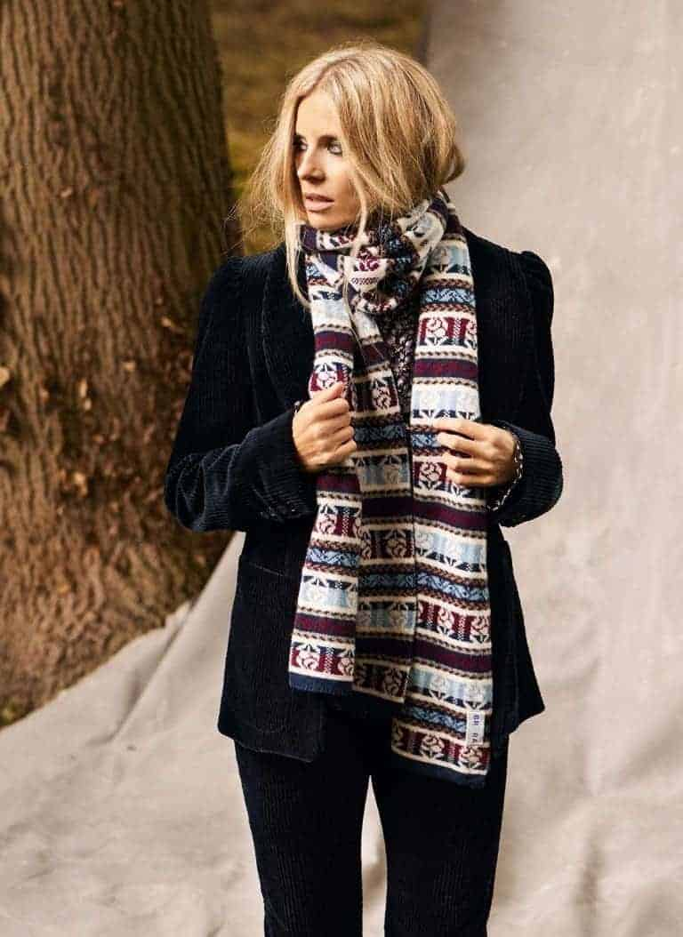 love this cashmere fair isle scarf by Brora worn with giant cord dark navy jacket, part of the 25th anniversary Brora collection in collaboration with Marie Claire fashion director Jayne Pickering. Click through to see the rest of this utterly beautiful collection of cashmere and boho silk dresses and skirts #brora #madeinbritain #cashmere #autumnfashion #boho