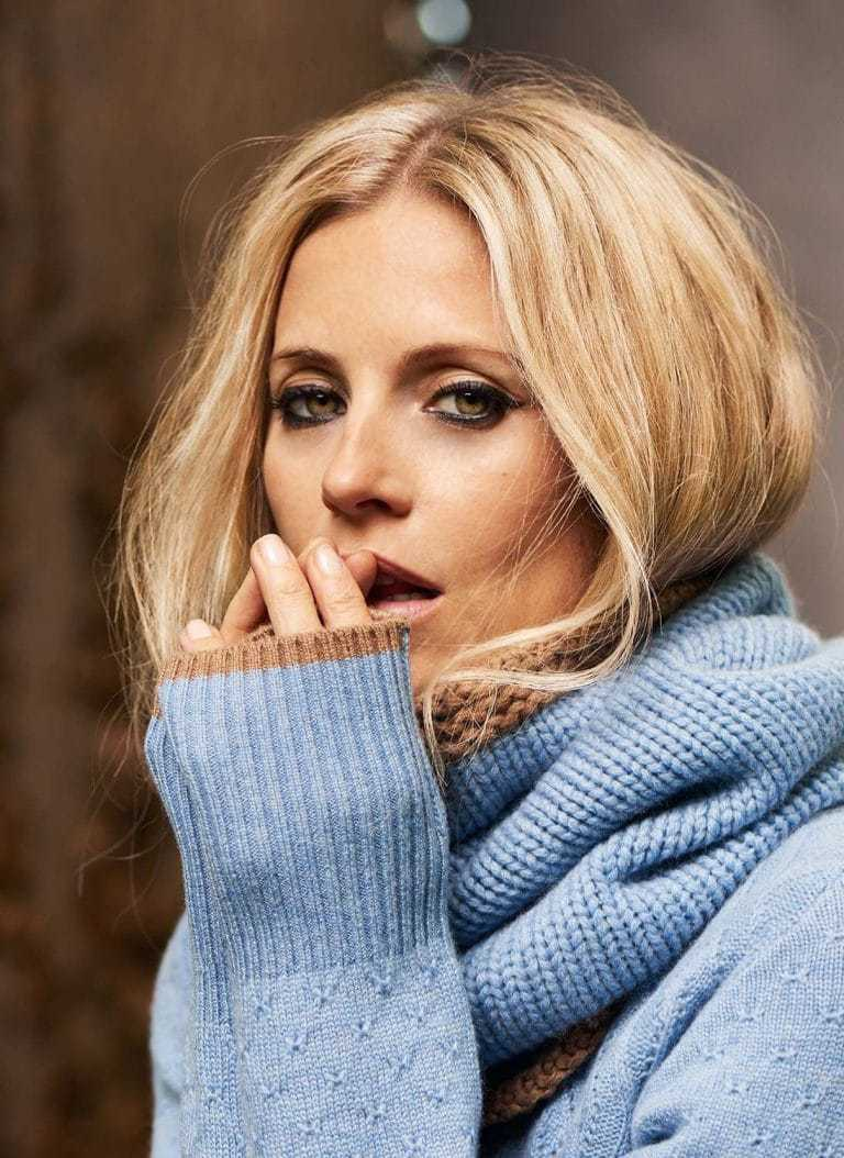 love this pale blue cashmere snood with caramel trim, part of the 25th anniversary Brora collection in collaboration with Marie Claire fashion director Jayne Pickering. Click through to see the rest of this utterly beautiful collection of cashmere and boho silk dresses and skirts #brora #madeinbritain #cashmere #autumnfashion #boho