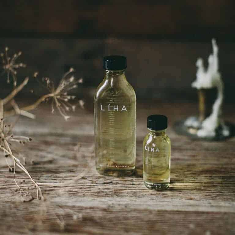 love this multi-purpose tuberose idan oil by Liha Beauty. Click through for more zero waste plastic free ideas you'll love