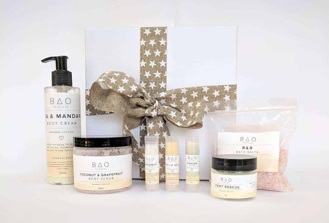 love this festive self care natural beauty gift box by BAO using pure, natural and organic ingredients. Save £20 on the price of buying all these wonderful beauty products separately. Click through for more details and for other ethical gifts made in the UK that you'll love