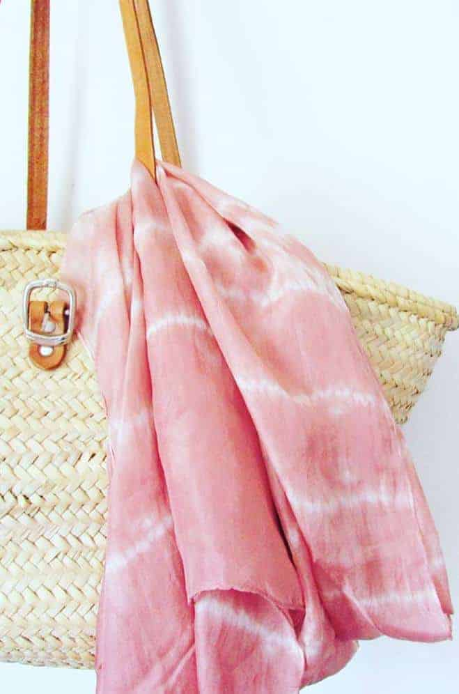 love this handmade avocado dye pink shibori scarf silk made in Britain by Indigowares Click through for more details and for other ethical gifts made in the UK that you'll love #ethicalgifts #handmade #madeinbritain #frombritainwithlove #shibori