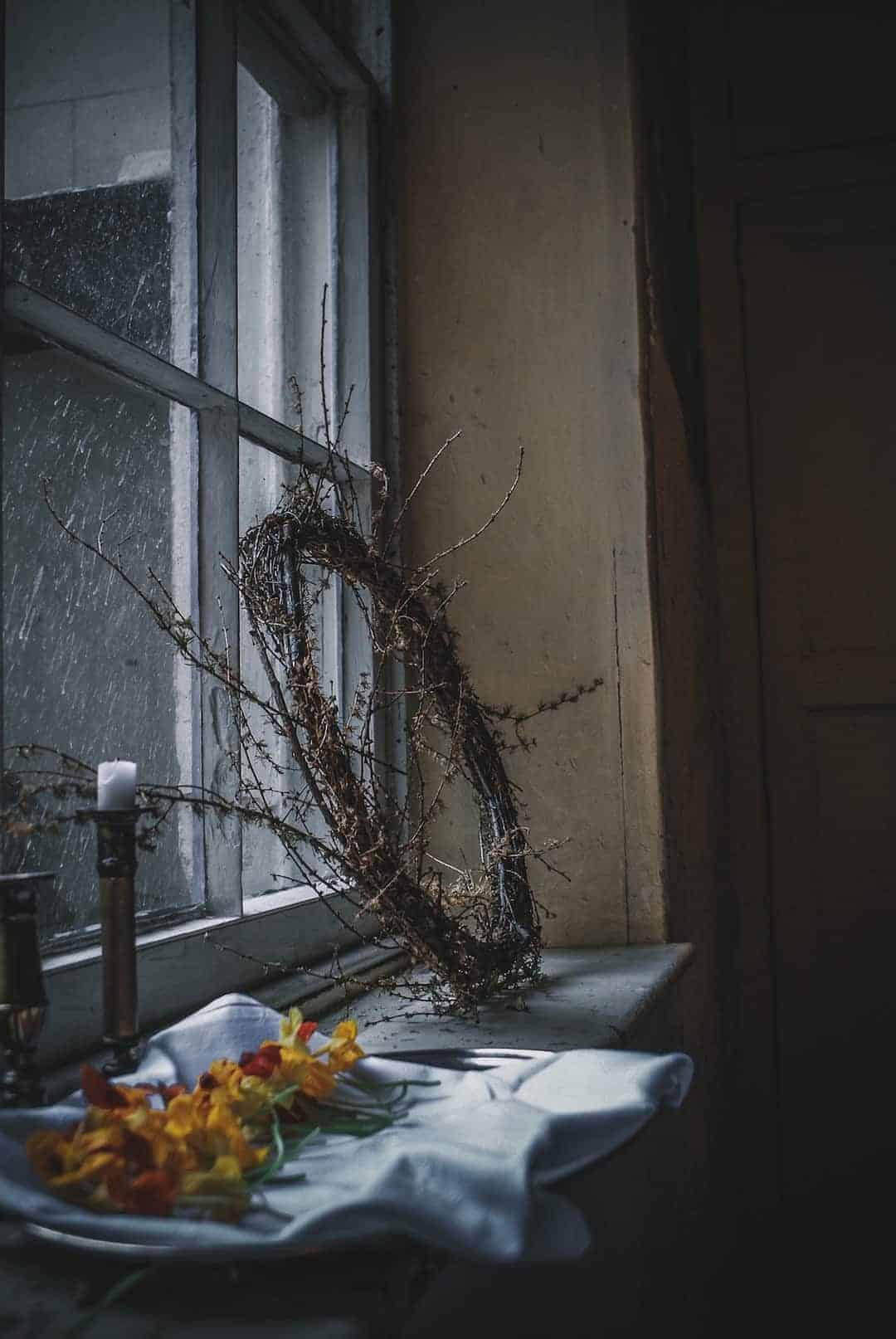 love this moody window shot with willow wreath, old candle sticks and nasturtiums at a wintry window at The Regency Townhouse in Hove with candlelight and a magical feel at the launch of Conscious Creativity by Philippa Stanton aka @5ftinf click through for a peek inside as well as more image of the workshop and the day