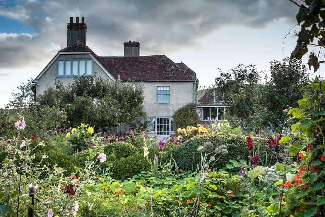 the garden at charleston bloomsbury group home of Vanessa Bell and Duncan Grant. One of the local loves of Sussex Flower School founder Georgia Miles. Click through to discover her other simple pleasures and great local finds