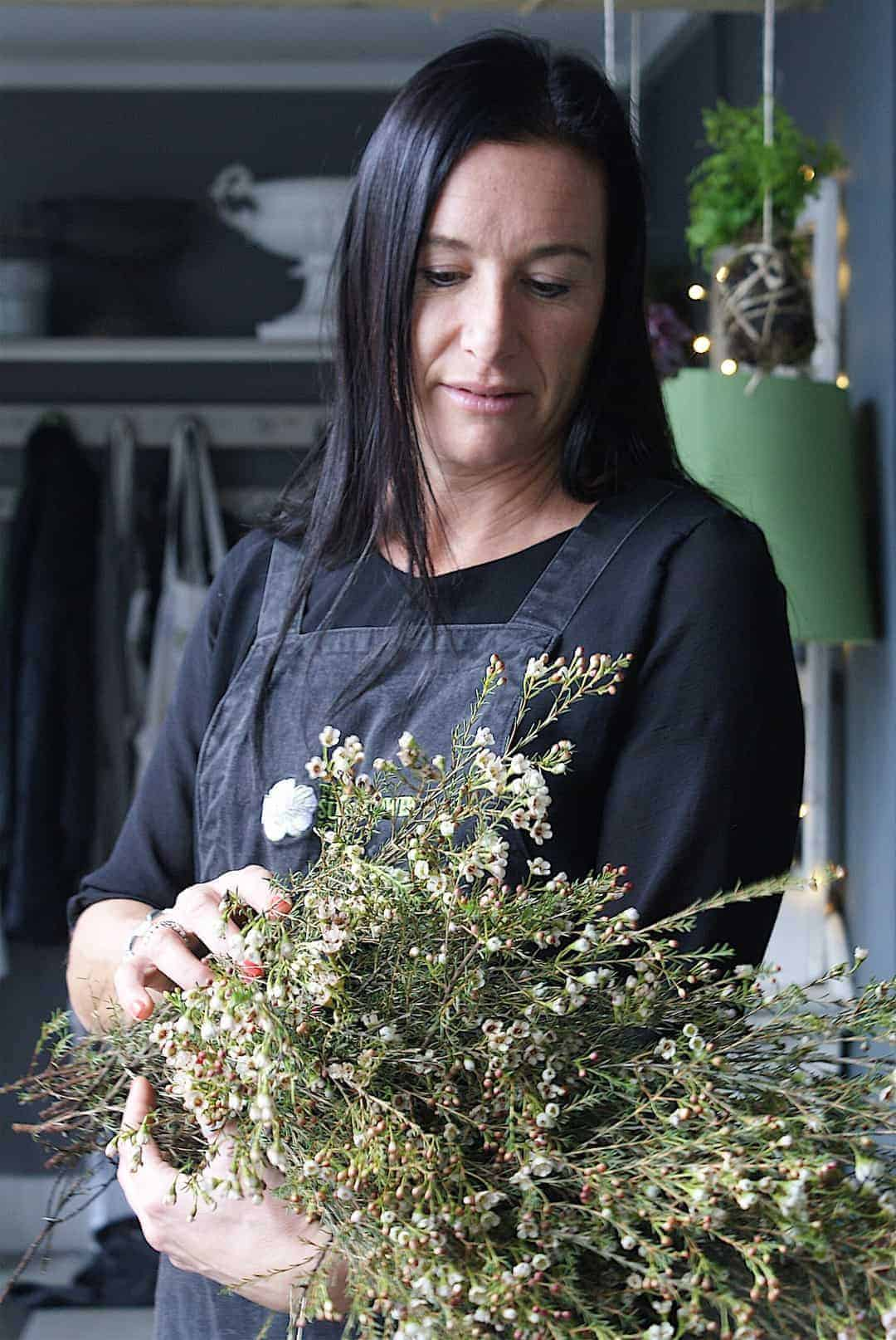 loved making a christmas wreath with Georgia Miles of Sussex Flower School - click through to see behind the scenes and to find out more about Georgia who offers the best flower workshops and courses if you're thinking of starting your own flower business or simply looking for some creative fun