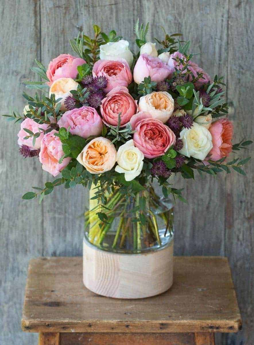 love this scented rose Juliet bouquet from The Real Flower company which includes coral pink David Austin english scented roses. Click through for other beautiful ideas for bringing coral pink into your home including the most exquisite dahlias, paint, wallpaper, accessories and decorated furniture