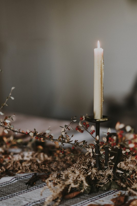 countryside-magazine-winter-candle