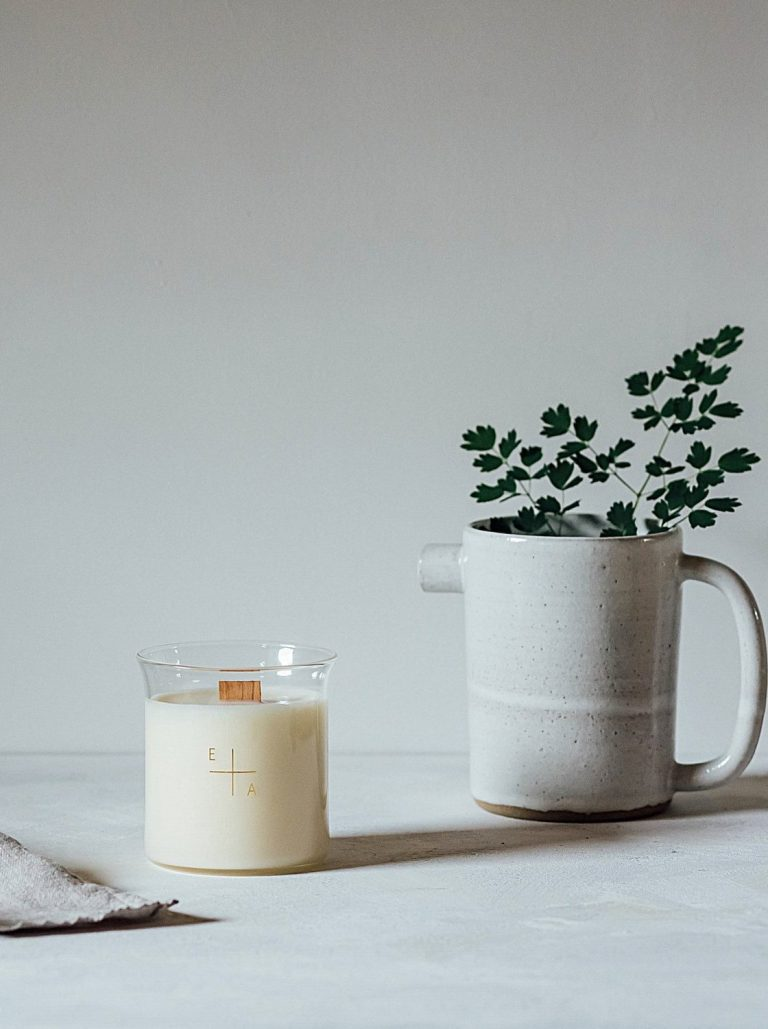 love this natural handmade Winter Bergamot botanical aromatherapy candles in refillable glass beakers made in England and earth friendly, sustainable, and ethically made using 100% natural ingredients. Click through to discover other special handmade natural soy and zero waste refillable candles you'll love