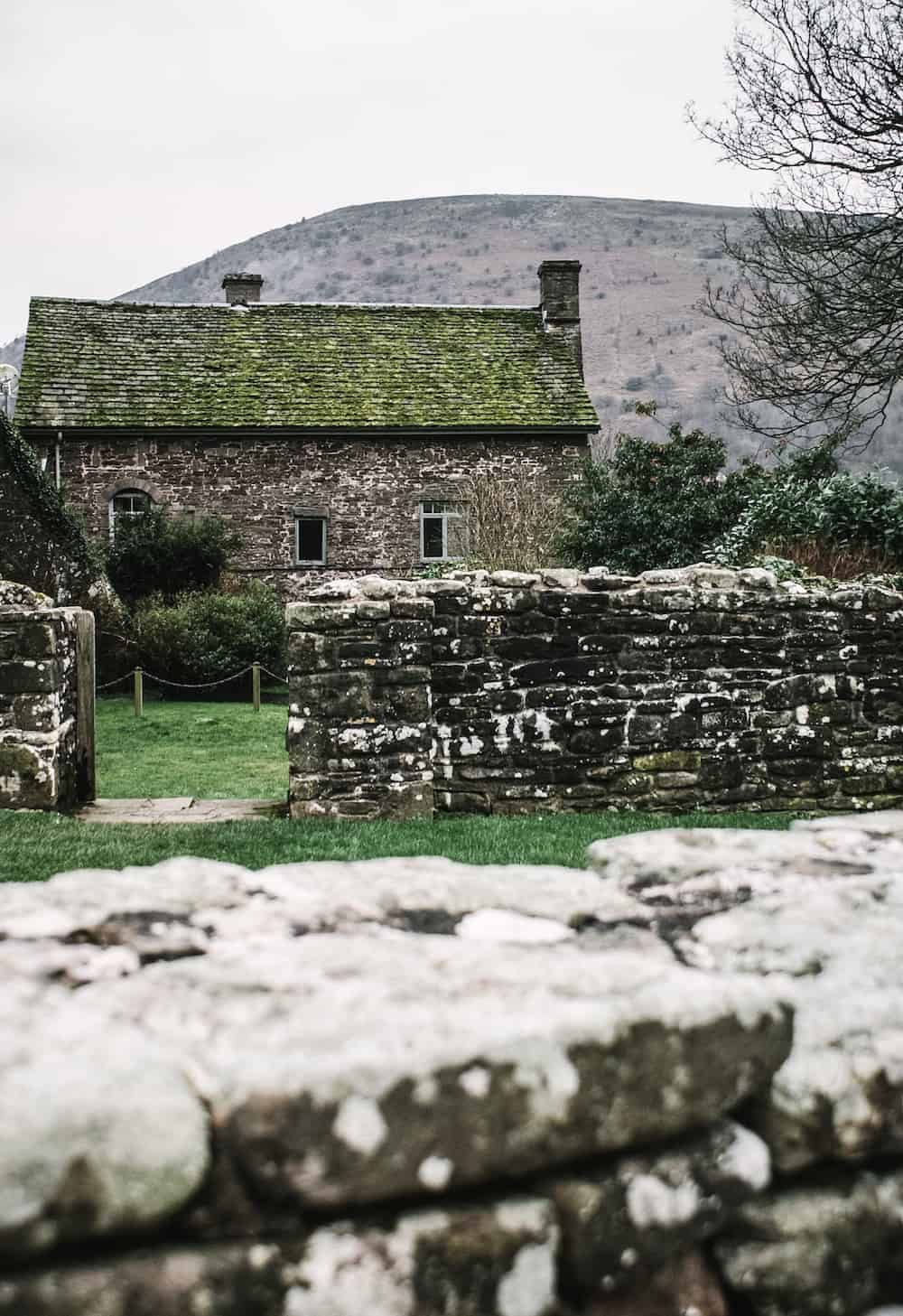 loved this cottage and the ruins at Llanthony priory in the Brecon Beacons national park in wales. Click through to see more images from our stay as well as inside shots of beautiful modern rustic Patrishow Farm where we stayed