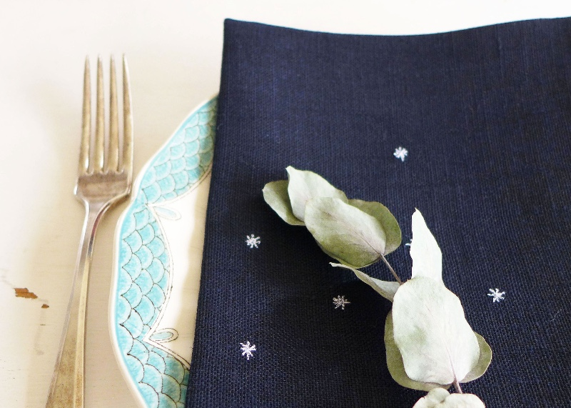 embroidered-navy-linen-stars-napkins