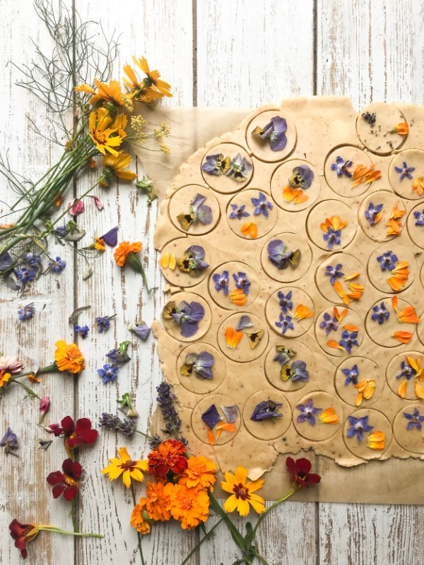 Botanical-tales-biscuits-made-with-edible-flowers