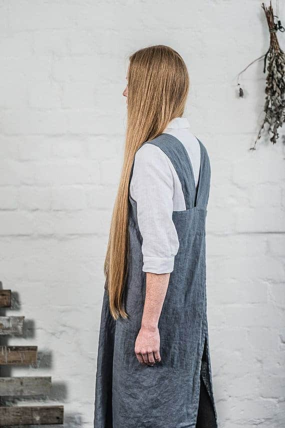 love this natural charcoal linen cross back japanese apron dress artisan apron sewing pattern by Verity Hope available to buy as a download on Etsy. Click through to get all the information you need #japaneseapron #crossbackapron #sewingpattern #sewing #diytutorial