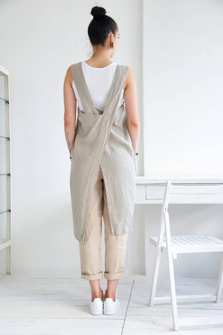 love this natural beige linen cross back japanese apron dress artisan apron sewing pattern by Verity Hope available to buy as a download on Etsy. Click through to get all the information you need #japaneseapron #crossbackapron #sewingpattern #sewing #diytutorial