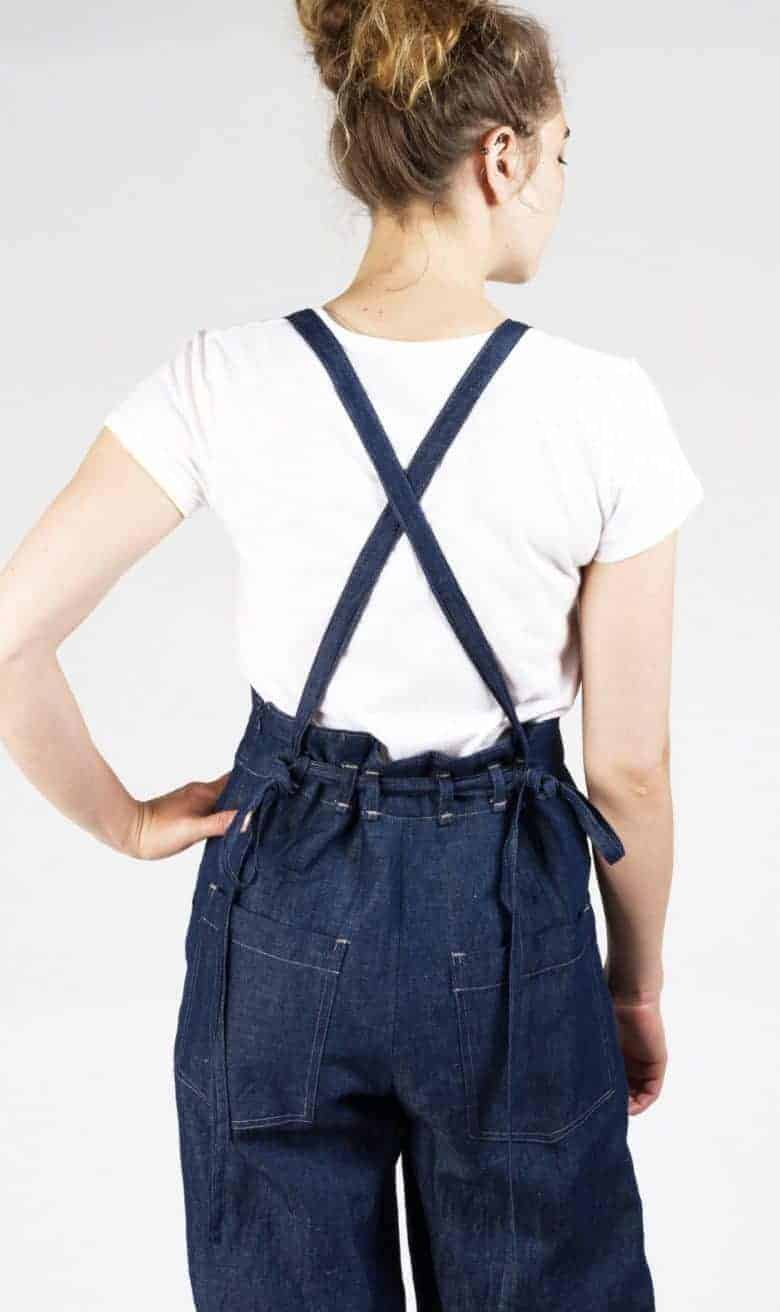 love this cross back linen overalls dungarees sewing pattern by Sew House Seven - it has japanese style cross back and is suitable for intermediate level sewers. Click through for all the details you need as well as simple step by steps to making your own beautiful apron dress #sewingpattern #aprondress #frombritainwithlove #howtosew #sewing #sewingpattern #overalls #dungarees